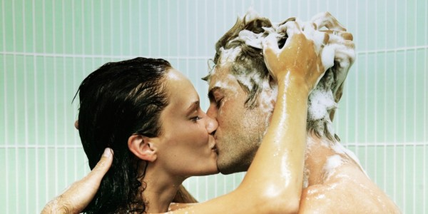 Эксперты рекомендуют парам принимать душ вместе