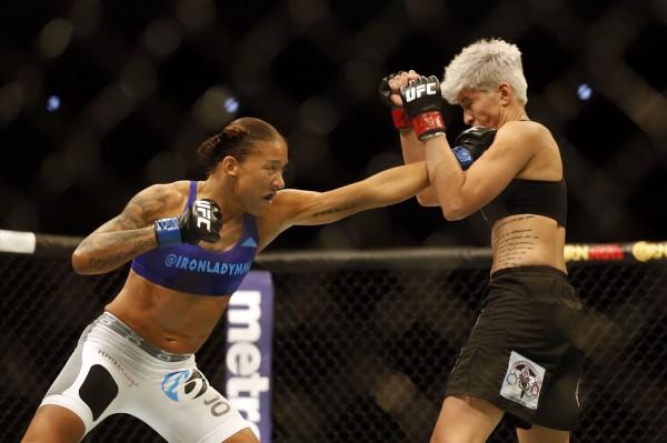 Де Рандами впервые получила титул чемпионки UFC в полулегком весе