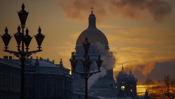 В Петербурге вокруг Исаакиевского собора идёт крёстный ход