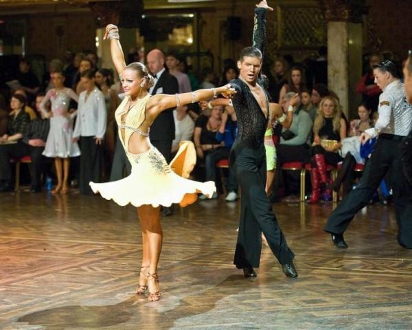 Ученые раскрыли секрет привлекательных движений в танцах женщин