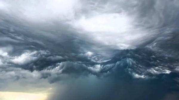 Над Новой Зеландией образовались странные облака в виде волн