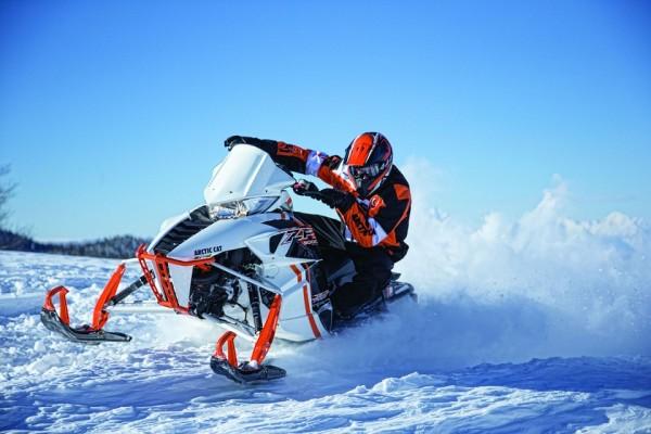 В Тульской области нетрезвый водитель снегохода совершил наезд на четырех школьниц