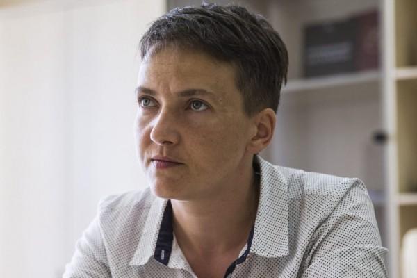 Надежда Савченко сложила депутатские полномочия в честь годовщины Майдана.