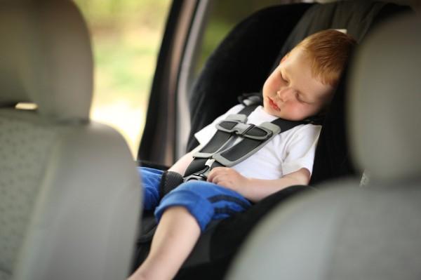 Над матерью, забывшей ребенка в машине, жители  устроили самосуд в Крымске