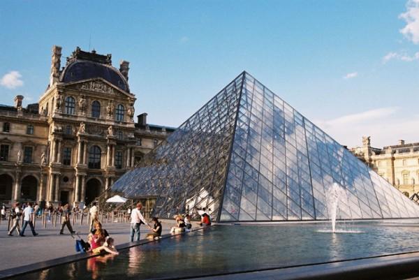 Париж в 2016 году не досчитался 1,5 млн туристов из-за угрозы терактов