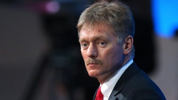 Песков: Россия будет двигаться к ограничению расчетов наличными