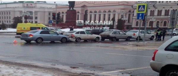 Массовое ДТП с участием четырех автомобилей произошло в Казани