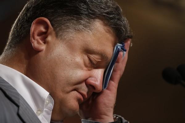Украинский журналист поведал о ночных муках Петра Порошенко при чтении постов в соцсетях