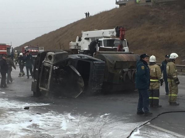 В Симферополе погиб водитель опрокинувшегося бензовоза