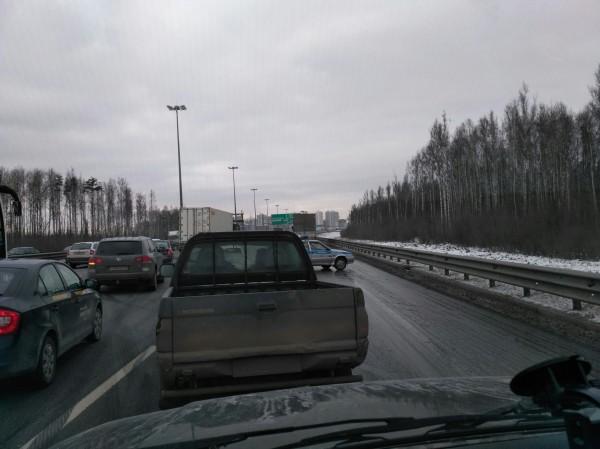 Массовое ДТП осложнило движение по КАД в Санкт-Петербурге