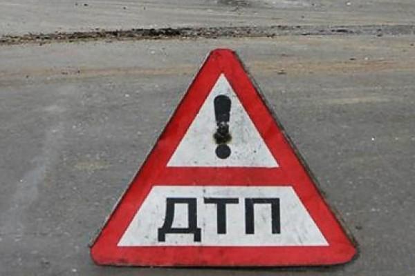 На Сахалине в аварии погибла пассажирка такси Toyota Corolla