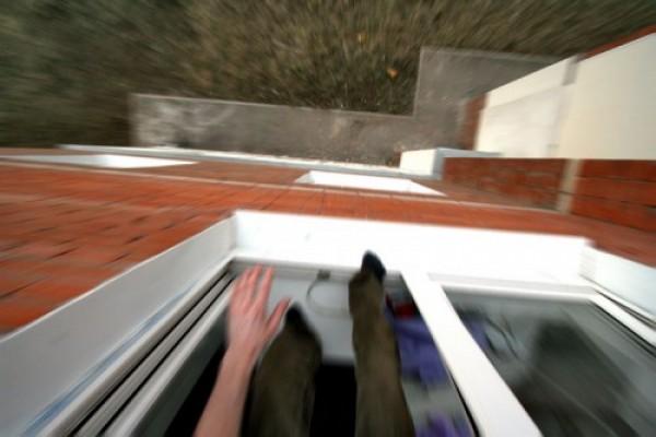 Мужчина и женщина выпали с высотки в Москве