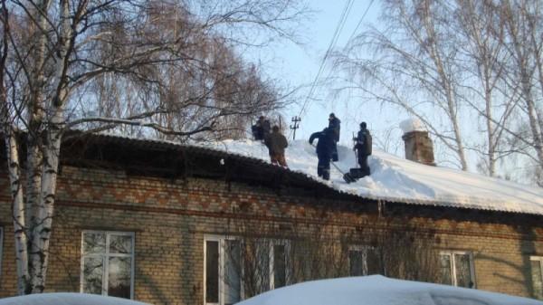 В Томске из-за снега частично обрушилась крыша жилого дома