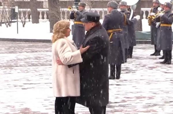 Жириновский и Москалькова вальсировали у стен Кремля