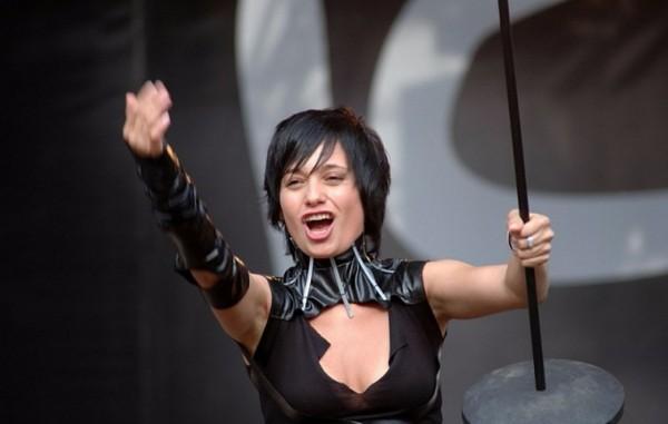 Рок-певица Мара организует концерт для защитников России