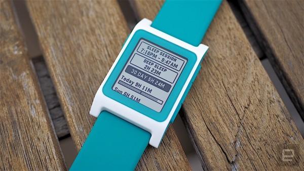 Фитнес-трекер Fitbit купил умные часы Pebble за $23млн
