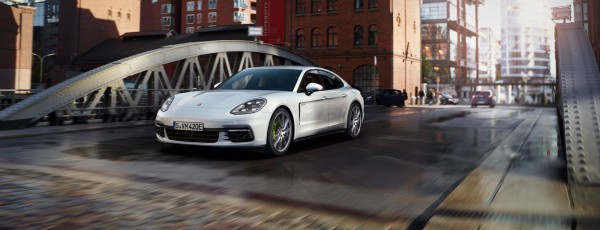 Porsche презентовал общественности новый гибрид Panamera Turbo S E-Hybrid