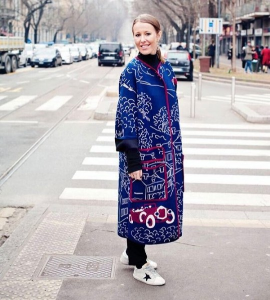 Ксения Собчак прогулялась по Милану в узбекском халате