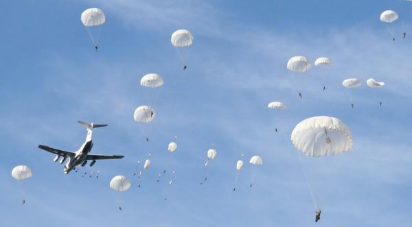 Десантники будут учится прыжкам, используя 3D-очки