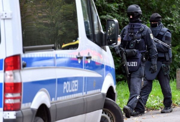 СМИ: В Германии водитель въехал в толпу людей