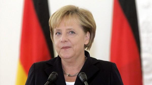 Меркель впервые удалось обогнать Шульца перед выборами в опросе