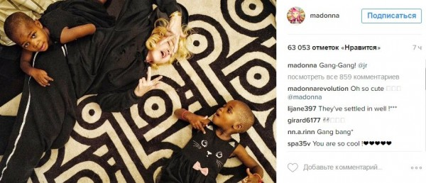 Мадонна опубликовала изображение с дочками в образе гангстеров