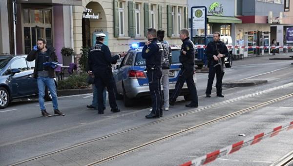 Водителя, протаранившего толпу людей в Германии, ранила полиция