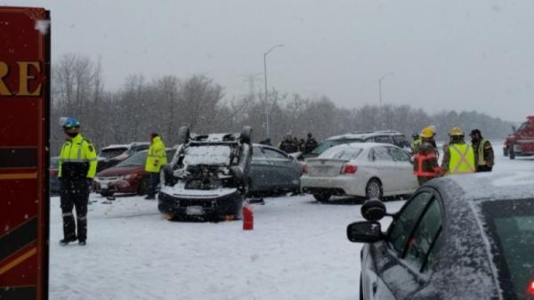 В Торонто произошло массовое ДТП с 40 автомобилями