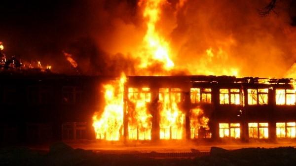 В московской школе произошло возгорание, эвакуированы 700 человек