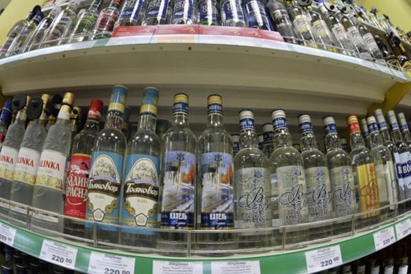 Хлопонин предложил поднять минимальную цену водки до 215 рублей за пол-литра