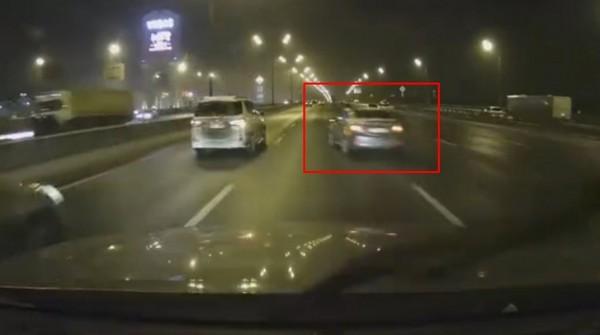 В Сети появилось видео аварии в Москве с нарушающим ПДД каршеринговым автомобилем