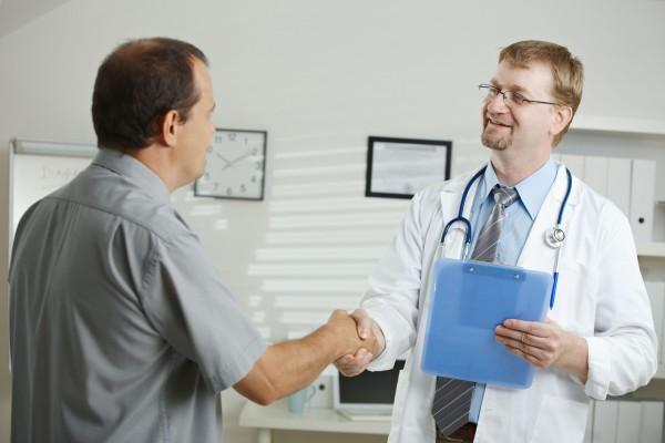 Ученые: Врачи, которые имеют похожие болезни с пациентами, лучше лечат