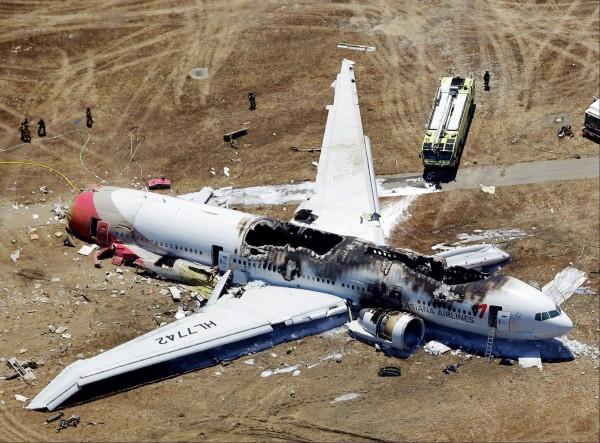 В Калифорнии легкомоторный самолет упал на жилые дома
