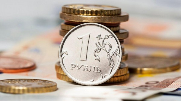 Рубль подорожал по отношению к доллару и евро