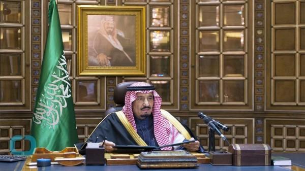 Король Саудовской Аравии взял с собой в Индонезиию 450 тонн багажа