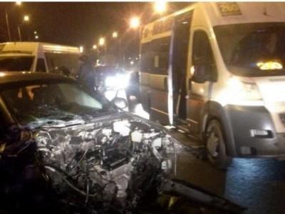 В Волгограде иномарка протаранила маршрутку, есть пострадавшие