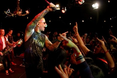Разбирая декорации после концерта Avenged Sevenfold,  погиб один работник