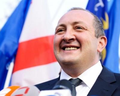 Президент Грузии собрал урожай подаренной Лукашенко картошки