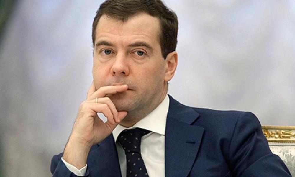 ФБК отыскал уМедведева тайне особняки, виллы, яхты ивиноградники
