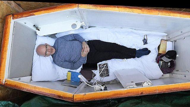Пенсионера живьем похоронили ради трансляции с«того света»