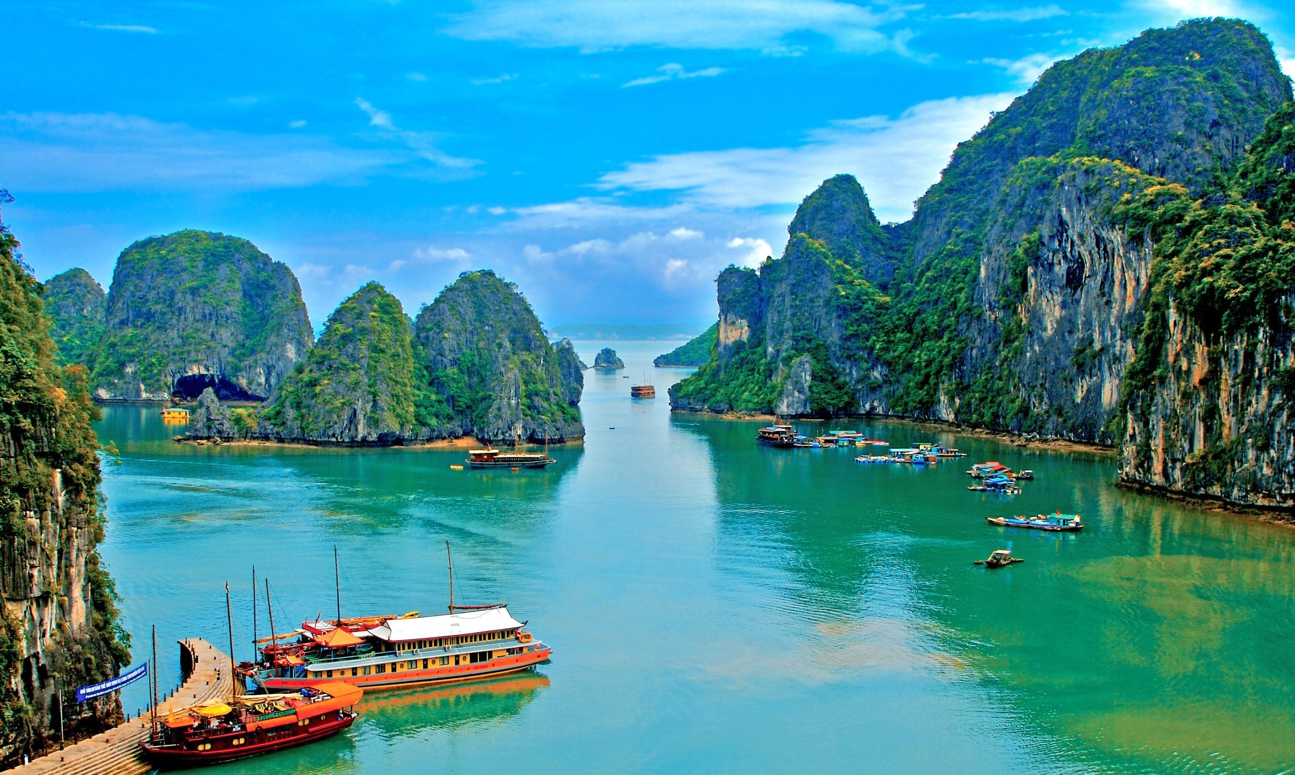 Китайский лайнер отправился впервое плавание кспорным островам Сиша