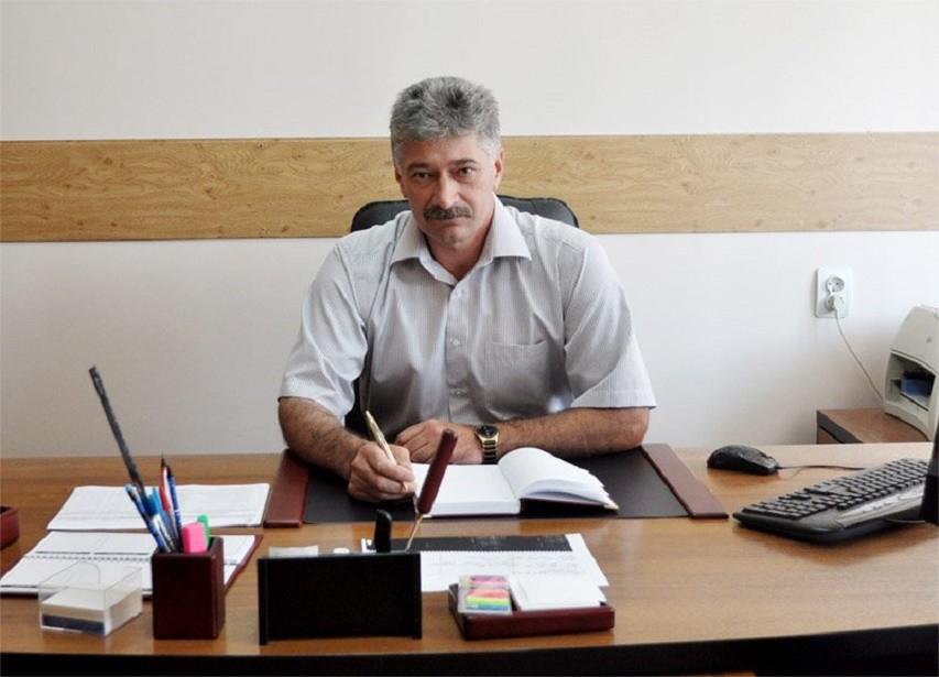 ВСочи руководитель МУП «Водосток» умер при падении изокна многоэтажки