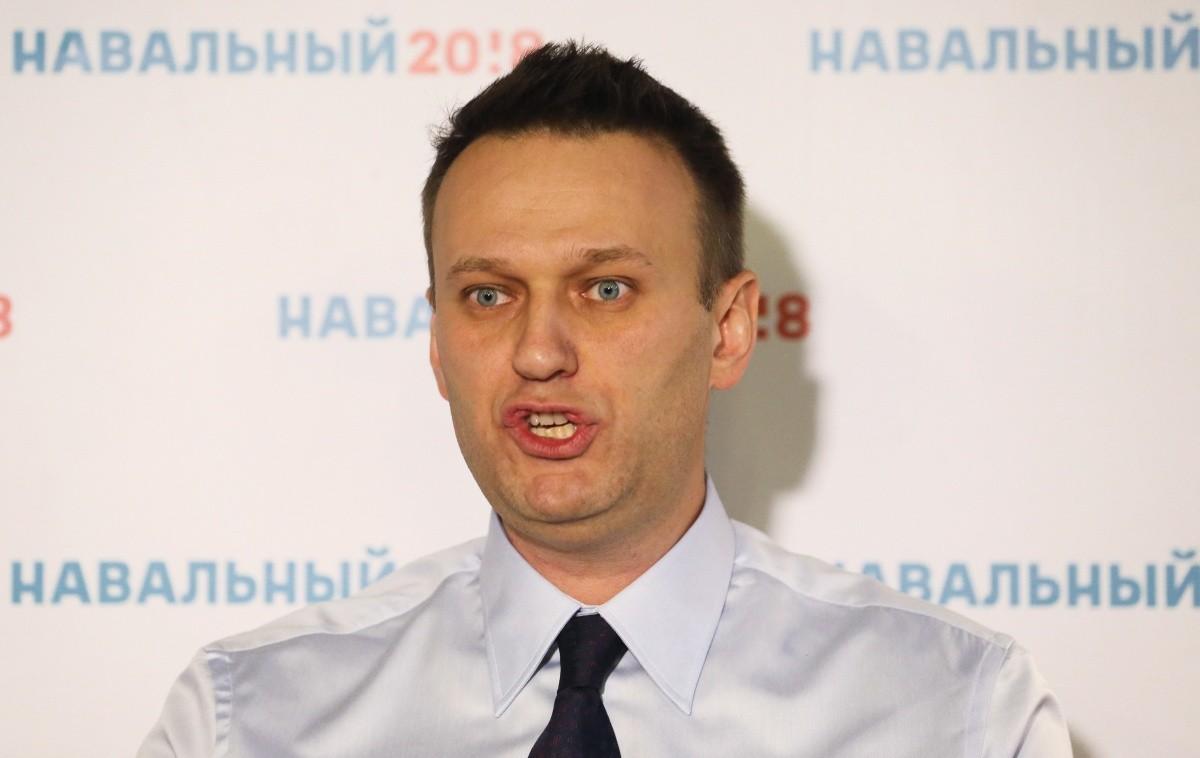 ВУфе Навального закидали яйцами