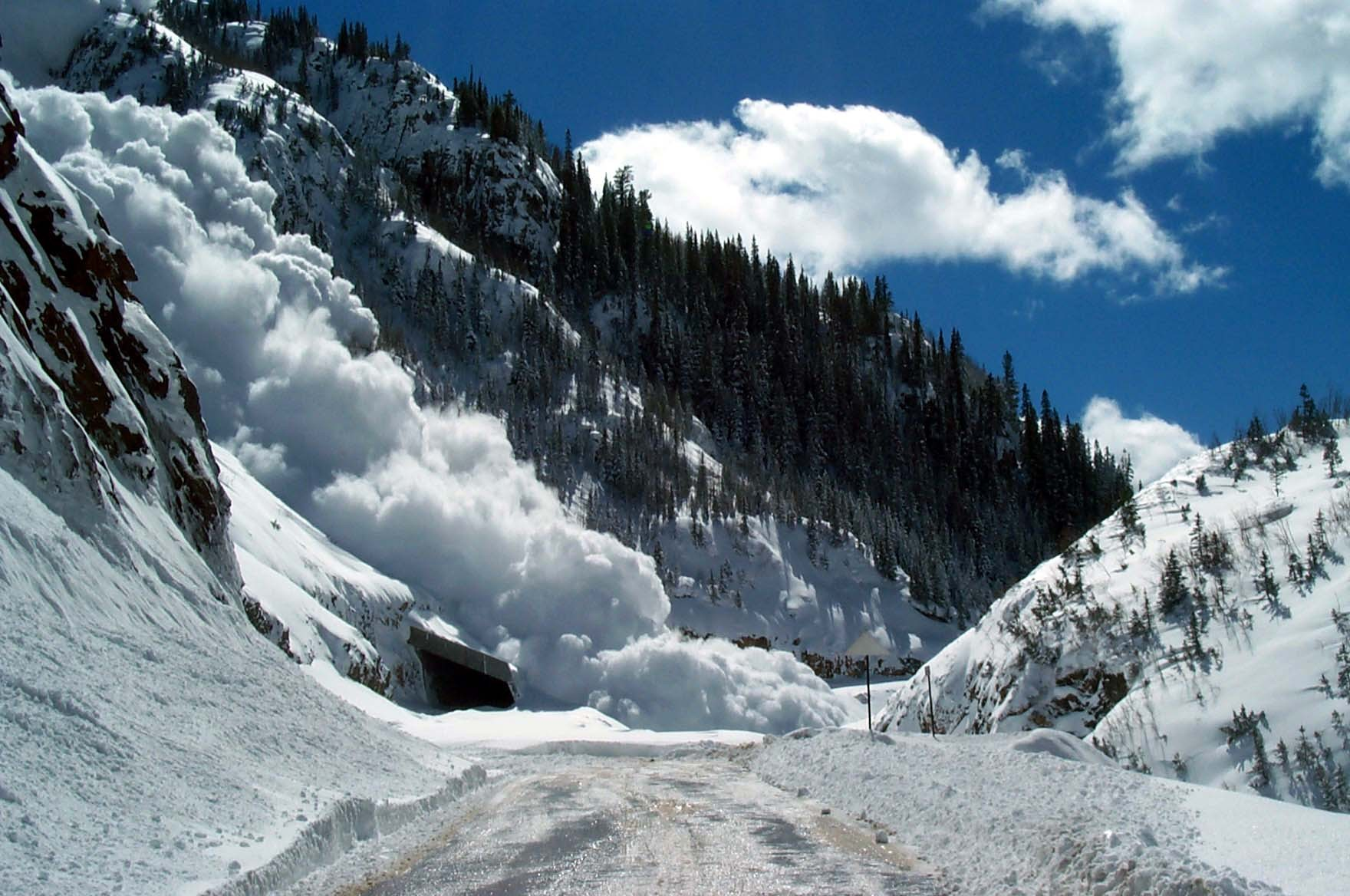 Русские военные помогут горным районам Таджикистана, отрезанным лавинами
