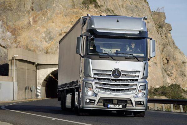 В РФ увеличились продажи фургонов Вольво иMercedes