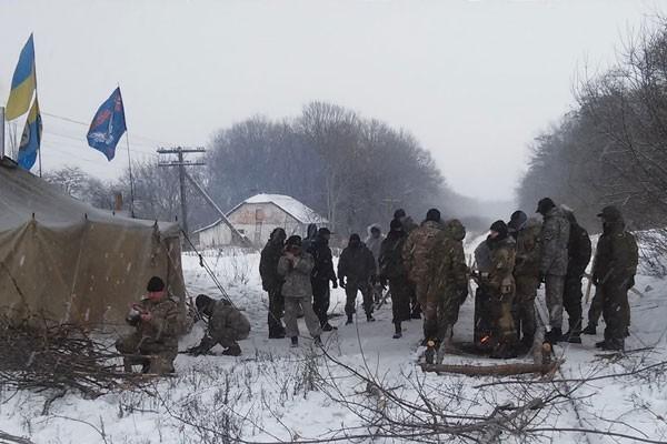 Участники блокады Донбасса недали полицейским провести обыск