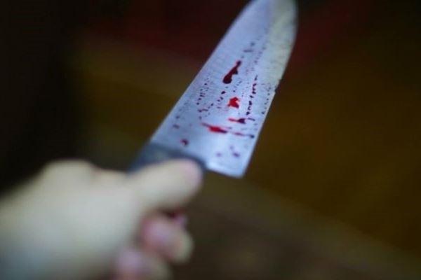 Школьник вступился заодноклассницу иполучил удар ножом вголову