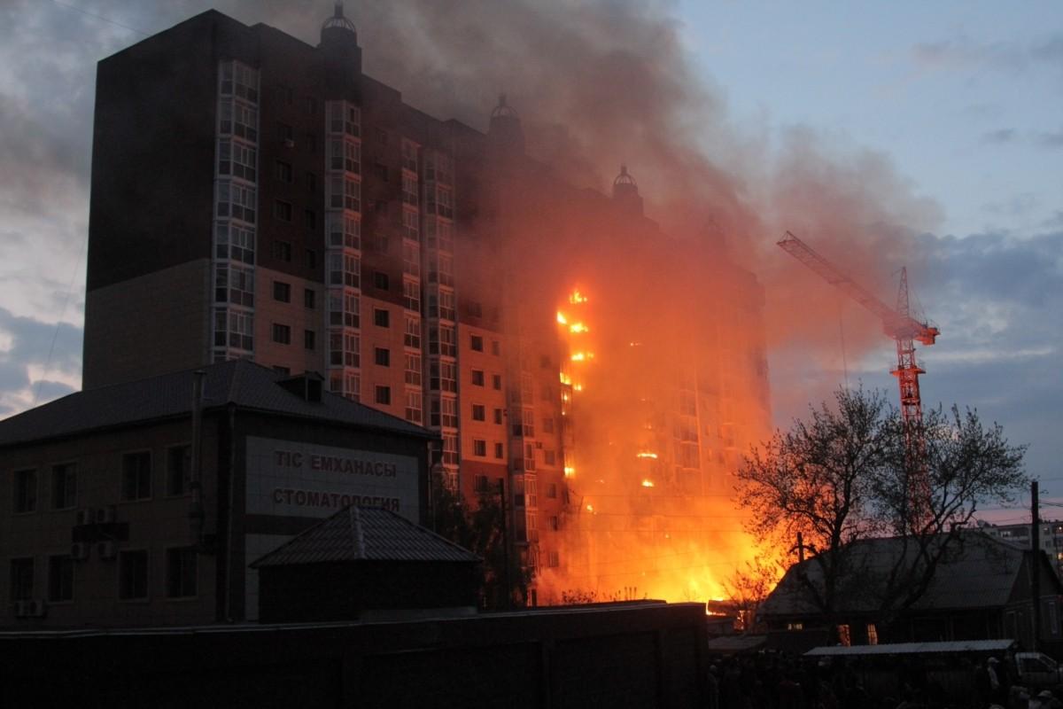 Человек выпрыгнул изокна горящей квартиры навостоке столицы