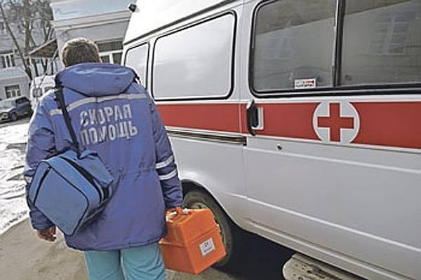Голый мужчина заблокировал путь реанимобилю вцентре Новосибирска