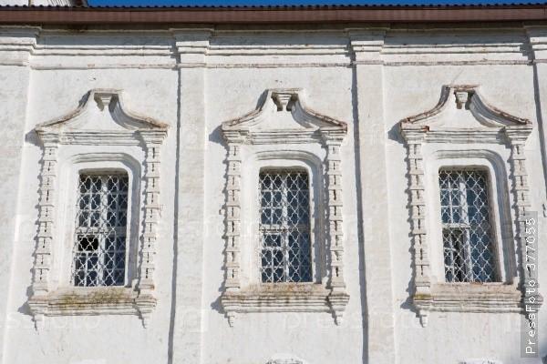 Изцеркви наОбводном украли окна